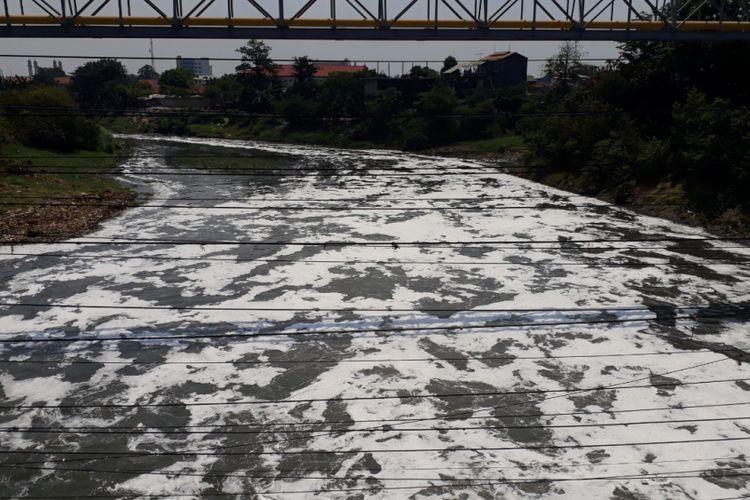 Photo of Antisipasi Banjir, 64 Titik Kali di Bekasi Akan Dinormalisasi