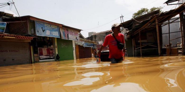 Photo of Saluran Air Dibangun di 32 Titik Rawan Banjir di Jakarta Selatan