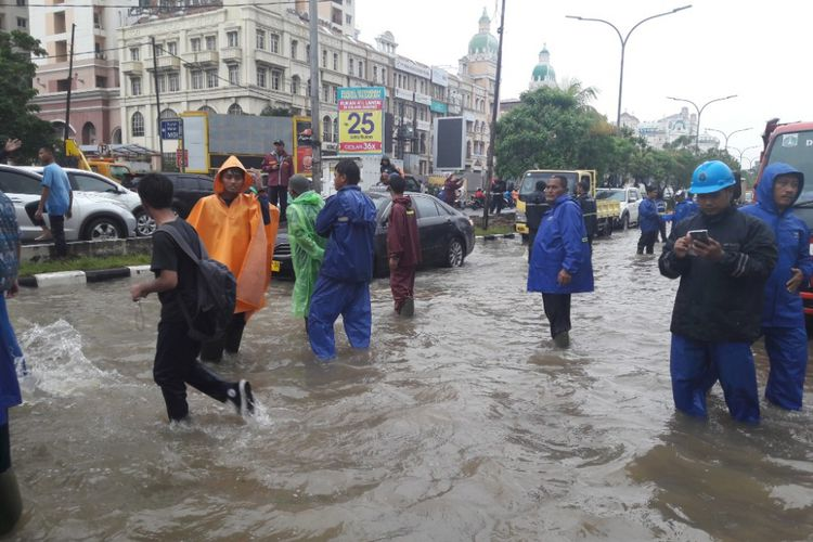 """Photo of """"Tahun 2002 Banjir Kelapa Gading Surutnya Berhari-hari, Sekarang Hitungan Jam Surut"""""""