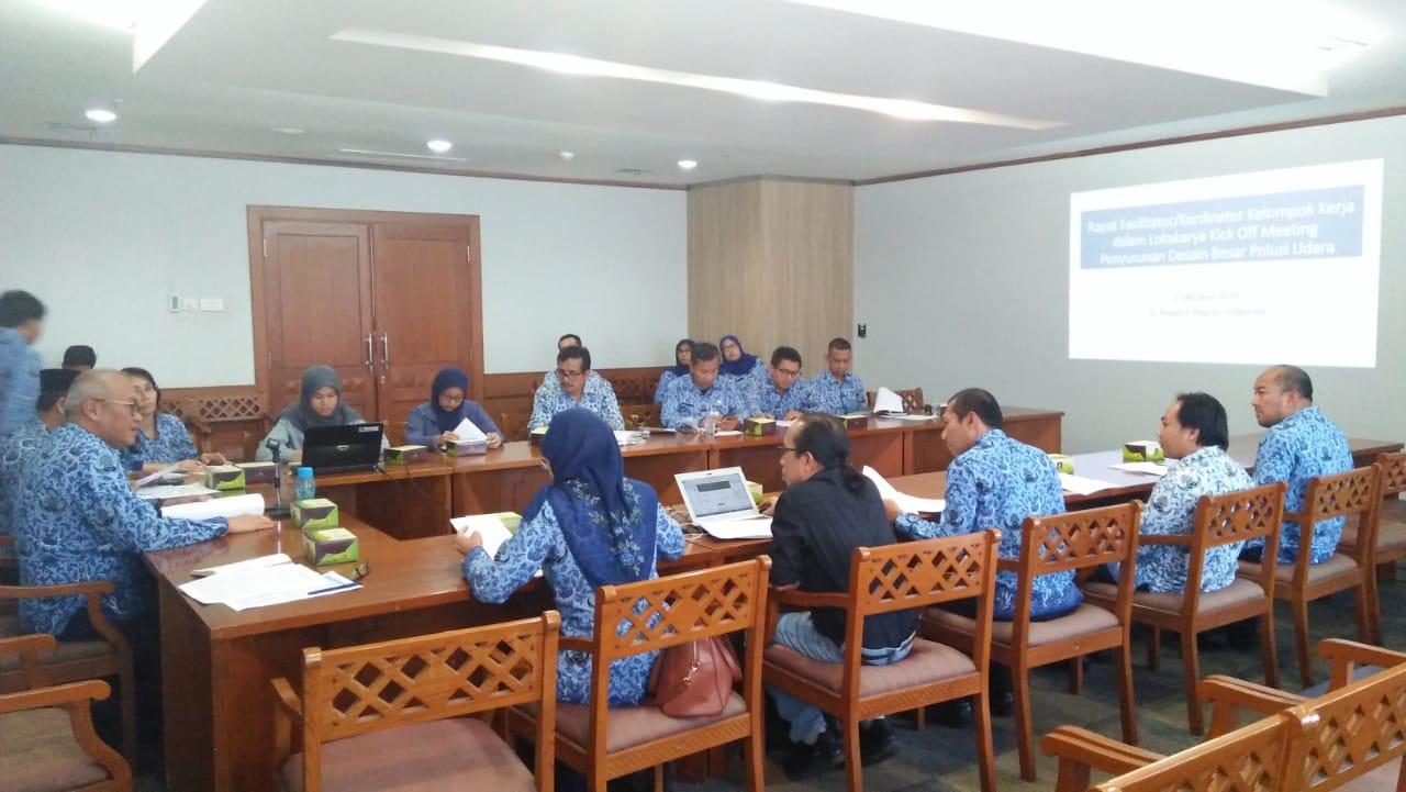Photo of Rapat Fasilitator dalam Lokakarya Kick Off Meeting Penyusunan Desain Besar Polusi Udara