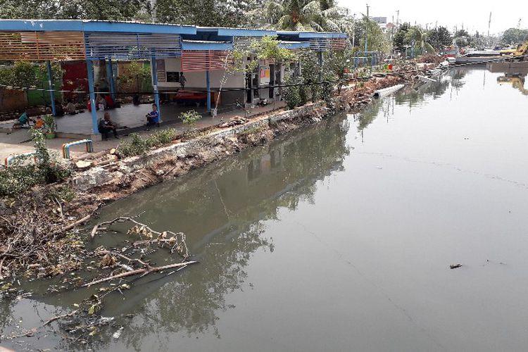 Photo of Bau Menyengat di Kali Krendang Berasal dari Limbah Rumah Warga