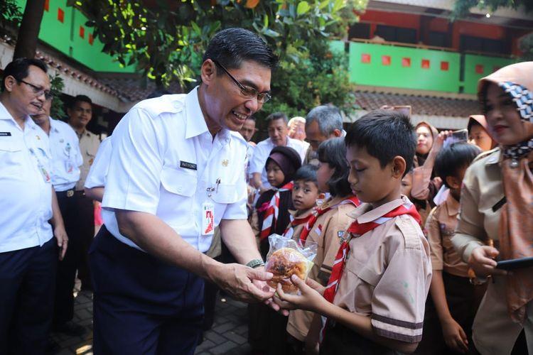 Photo of Sesuai Instruksi Anies, Sejumlah Sekolah di Jakarta Sudah Dipasang Panel Surya