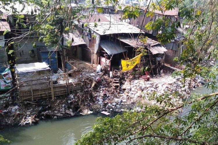 Photo of Menguak Awal Mula Terjadinya Reklamasi Kali Ciliwung hingga Respons Pakar Tata Kota