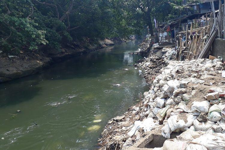 Photo of Harapan Warga dan Langkah Pemkot Setelah Pembongkaran Reklamasi Kali Ciliwung
